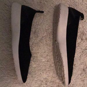 Taryn Rose Black Slip on sneaker - size 8.5